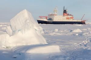 Das deutsche Forschungsschiff Polarstern in der zentralen Arktis. Bild: Alfred-Wegener-Institut / Mario Hoppmann (CC-BY 4.0)