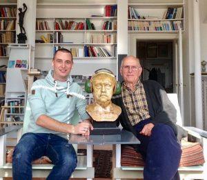 Matthias Hauck (links) und Hans Günter Dosch rechts haben an Helmholtz (Mitte)-Resonatoren geforscht